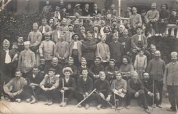 Militaria : Carte Photo : Groupe De Soldats, Hopital Militaire De Martigny-les-bains - Vosges Au Dos 733é Jour De Guerre - Guerre 1914-18