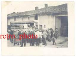 Photo Guerre 14 / 18 - Soldats Derrière Camion, Distribution ? - Guerre, Militaire