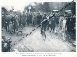 CYCLISME : PHOTO (1920), PARIS-BRUXELLES, HENRI PELISSIER, FUTUR VAINQUEUR, EN TETE A LA FRONTIERE BELGE, COUPURE LIVRE - Cyclisme