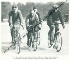 CYCLISME : PHOTO (1919), HENRY ET FRANCIS PELISSIER A L'ENTRAINEMENT AVEC HECTOR TIBERGHIEN COUPURE LIVRE - Cyclisme