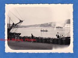 Photo Ancienne - BRETAGNE - Port à Situer - Arrivée De Pécheur - Belle Isle En Mer ? Quiberon ? Lorient ? Bateau Pêche - Boten