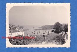 Photo Ancienne - BRETAGNE - à Situer - Vue Sur Le Port - Vers Belle Isle En Mer ? Quiberon ? Lorient ? - Canot Bateau - Boten