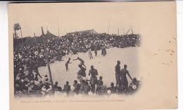 SENEGAL. DAKAR. LA LUTTE. LES ADVERSAIRES S'AVANCENT L'UN VERS L'AUTRE. MD PHOT. CIRCA 1900s. NON CIRCULEE- BLEUP - Senegal