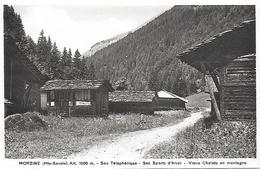 74)   MORZINE  - Son Téléphérique Ses Sports D' Hiver - Vieux Chalets En Montagne - Morzine