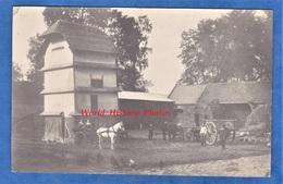 CPA Photo - Belle Ferme à Situer - Pigeonnier - Attelage - Calèche - Agriculture - Moisson - Cheval - Paysan - Métier - Cartes Postales