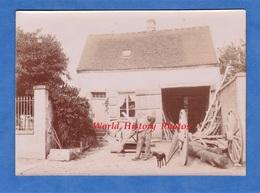 Photo Ancienne - FLEURINES ( Oise ) - Beau Portrait D'un Charron Devant Sa Maison - 1898 - Senlis Pont Sainte Maxence - Photos