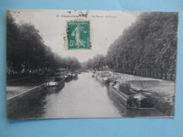SANCOINS Le Bassin Du Canal - Belle Animation Avec Plusieurs Péniches - Sancoins
