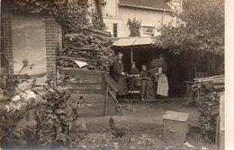 ! A Identifier - Carte Photo , Famille Dans Le Jardin Du Pavillon , Photo Deloince à Vierzon - Cartes Postales