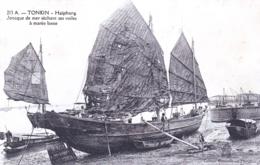 Viet Nam -  TONKIN - Haiphong - Joncque De Mer Sechant Ses Voiles A Maree Basse - Viêt-Nam