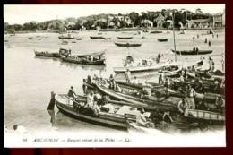 ARCACHON - 30 : Barques Retour De La Pêche - (Beau Plan Très Animé) - Arcachon