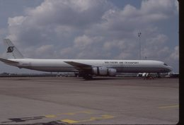 SLIDE / AVION / AIRCRAFT   KODAK  ORIGINAL   SOUTHERN AIR TRANSPORT  DC 8  N871SJ - Diapositives