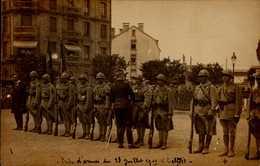 CARTE PHOTO AVEC MILITAIRES - Personnages