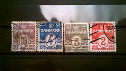 FRANCOBOLLI STAMPS DANIMARCA DANMARK 1905 FIGURE E LINEE ONDULATE - 1905-12 (Frederik VIII)