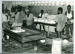 """Photo Zaïre Kinshasa. Livulu Boulangerie """"industrielle"""" 1988 Photo-service PP. Blancs - Africa"""
