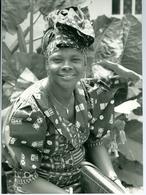 Photo Zaïre Kinshasa. élégante Dans Son Magasin De Vêtements Adamo 1988 Photo-service PP. Blancs - Africa