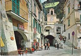 Campania-salerno-atrani Piazza Umberto I Animata Veduta Piazza  Persone Scalinata Bar Vittoria Insegna Latta Peroni - Italia