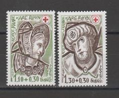 FRANCE / 1979 / Y&T N° 2070/2071 (de Feuille) ** : Croix-Rouge Eglise Jeanne D'Arc (2 TP) - Gomme D'origine Intacte - France