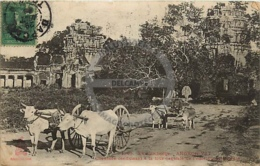/!\ 8421 - CPA/CPSM - Asie  : Cambodge : Angkor : Chaussée Conduisant à La Tour Centrale - Cambodia