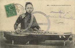 /!\ 8422 - CPA/CPSM - Asie  : Cambodge : Musicienne Cambodgienne - Cambodia