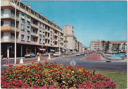 Cote D'Azur: CITROËN DS, AMI BREAK, 2CV, SIMCA 1500, RENAULT 8 - Vue Du Port. Le Nouveau Rond-Point-Pont Fleuri - Toerisme