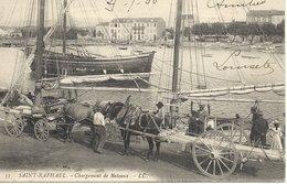 83  SAINT  RAPHAEL    CHARGEMENT  DE  BATEAUX - Saint-Raphaël