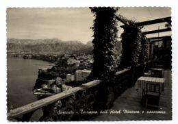 B9581 SORRENTO - TERRAZZA DELL'HOTEL MINERVA E PANORAMA B\N VG 1954 - Italia