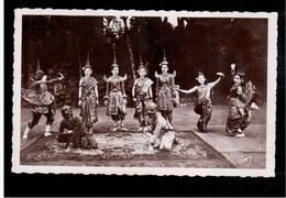 CAMBODIA  Cambodge Danseuses Cambodgiennes Combat De Singe Blanc Et De Singe Noir Ca 1930 OLD PHOTO POSTCARD 2 Scans - Cambodia