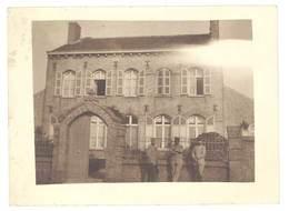 Photo Guerre 1914/1915 - Soldats Devant Maison - Guerre, Militaire