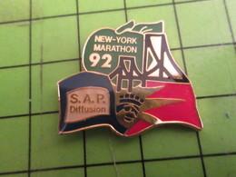 712F Pins Pin's / Rare & De Belle Qualité  THEME : SPORTS / MARATHON NEW-YORK POMME STATUE DE LA LIBERTE SAP DIFFUSION - Athletics