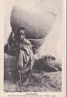 """ABYSSINIE/Petite Fille Apportant De La Paille Dans Une """"nétséla""""(toge)/ Réf:fm870 - Ethiopie"""