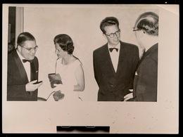 RECTOR LAMBRECHTS IN GESPREK MET DE VORSTEN   FOTO 18 X 13 CM   - - Familles Royales