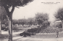 CPA  ROYAN  17 : Le Nouveau Jardin Public - Royan
