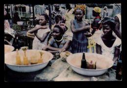 B9684 LIBERIA PEOPLE FOLKLORE - FREETOWN - PALM OIL SELLERS - Liberia