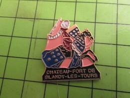 812H Pins Pin's / Rare & De Belle Qualité  THEME : VILLES / CHEVALIER MOYEN AGE CHATEAU FORT BLANDY LES TOURS - Cities