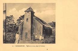 Madagascar - Eglise En Terre, Dans La Brousse - Madagascar