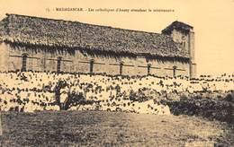 Madagascar - Les Catholiques D'Anosy Attendant Le Missionnaire - Madagascar