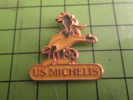 818a Pins Pin's / Rare & De Belle Qualité  THEME : SPORT / FOOTBALL U.S. MICHELIS WOODY WOODPECKEr - Food