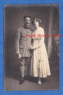 CPA Photo - Beau Portrait De Mariage D'un Poilu Du 8e Génie - Femme Mode Robe Dress - WW1 Uniforme - Weltkrieg 1914-18