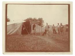 Photo Guerre 1914/1915 - Soldats Devant Tente , Tampon Militaire Au Verso - Guerre, Militaire
