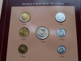 PEOPLE'S REPUBLIC OF CHINA ( From The Serie Coin Sets Of All Nations ) Form. 20,5 X 29,5 Cm. ) Card + Stamp '85 ! - Chine