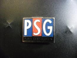 PIN'S Du PSG FOOTBALL - 25 Mm X 20 Mm Paris Saint Germain Foot - Football