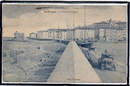 SAINT TROPEZ - LE PORT - BEAU PLAN D'AUTOMOBILE ANCIENNE - VOILIERS - Saint-Tropez