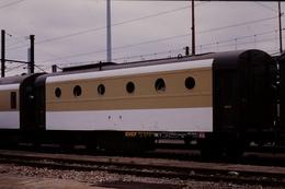 Photo Diapo Diapositive Slide Train Wagon Spécial SNCF 9930120 à Masséna Le 12/06/1996 VOIR ZOOM - Diapositives