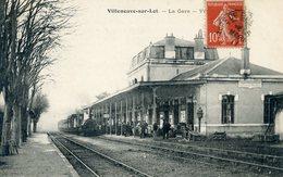 47  VILLENEUVE SUR LOT  LA GARE AVEC TRAIN - Villeneuve Sur Lot