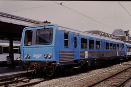 Photo Diapo Diapositive Slide Train Wagon TER SNCF X 2250 Paris Austerlitz Le 21/06/1996 VOIR ZOOM - Diapositives