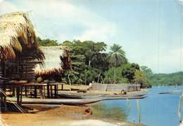 PIE-SDV-18-8130 : LIBERIA. CASES SUR PILOTI. - Liberia