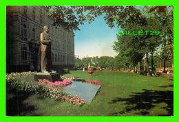 QUÉBEC - LE MONUMENT DUPLESSIS INSTALLÉ EN 1977 DANS LES JARDINS DU PARLEMENT - PHOTO, DENYS HOUDE - - Québec - La Cité