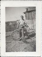 Photo Originale Cyclisme Jeune Homme Pantalon De Golf Posant Devant Avec Son Vélot  Vers 1940 - Cyclisme