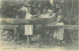 Madagascar Fabrication De La Betsabetsa Boisson Indigene - Madagascar