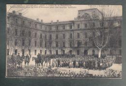 CPA (84) Avignon - Caserne Du 7° Génie - Cours De La République - Rassemblement Dans La Cour D'honneur - Avignon